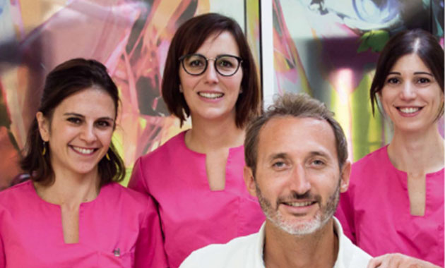 Dr Romain de Papé et ses assistantes